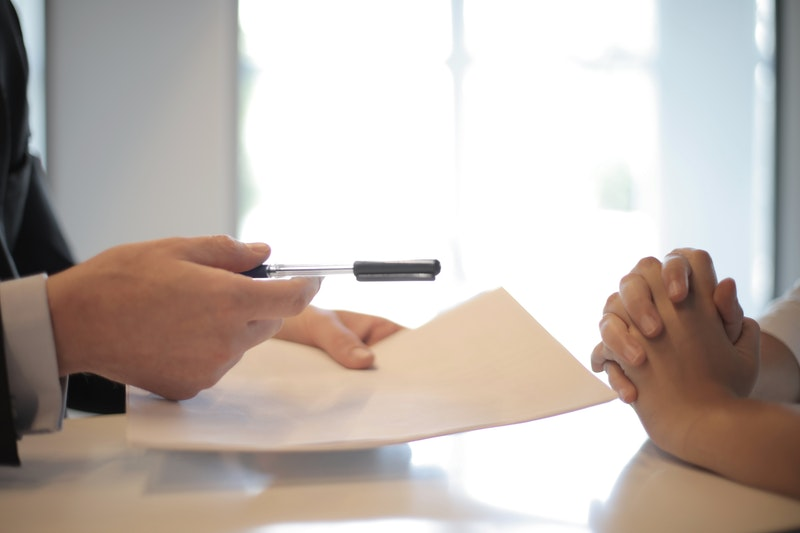 Wie du herausfindest, ob du dem Versicherungsvermittler vertrauen kannst – ohne großes Vorwissen
