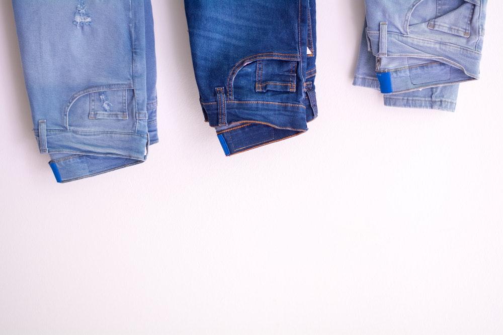 Finde genau die private Krankenversicherung, die genauso sexy passt, wie die perfekte Jeans. Foto: Mica Asato, Pexels