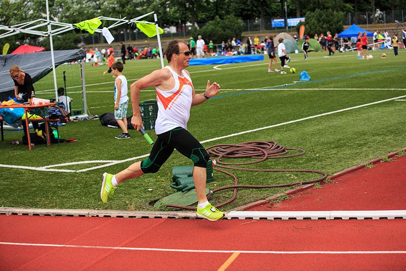Versicherungsberater Freiburg Gerd Güssler läuft in seiner Freizeit gerne. Hier beim 24-Stunden-Lauf für Kinderrechte in Freiburg.